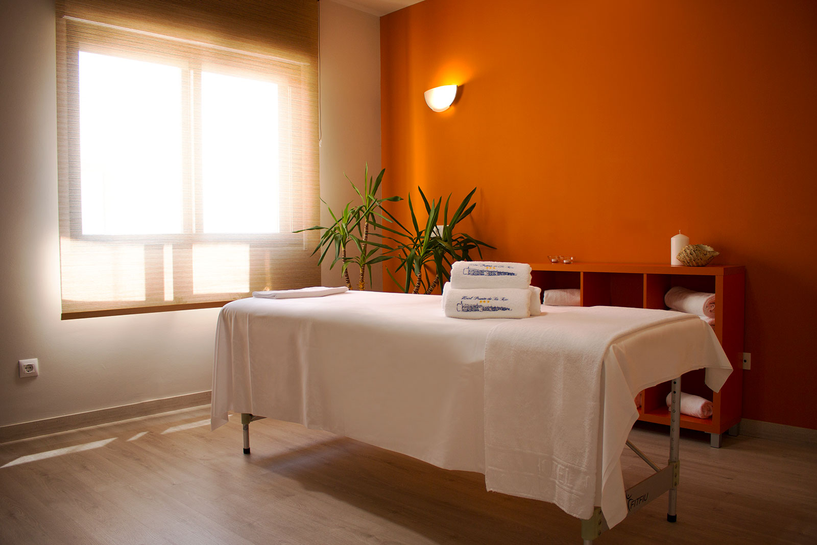 Sala de masajes naranja